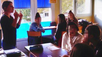 Boxons la violence: les collégiens parlent du harcèlement scolaire.